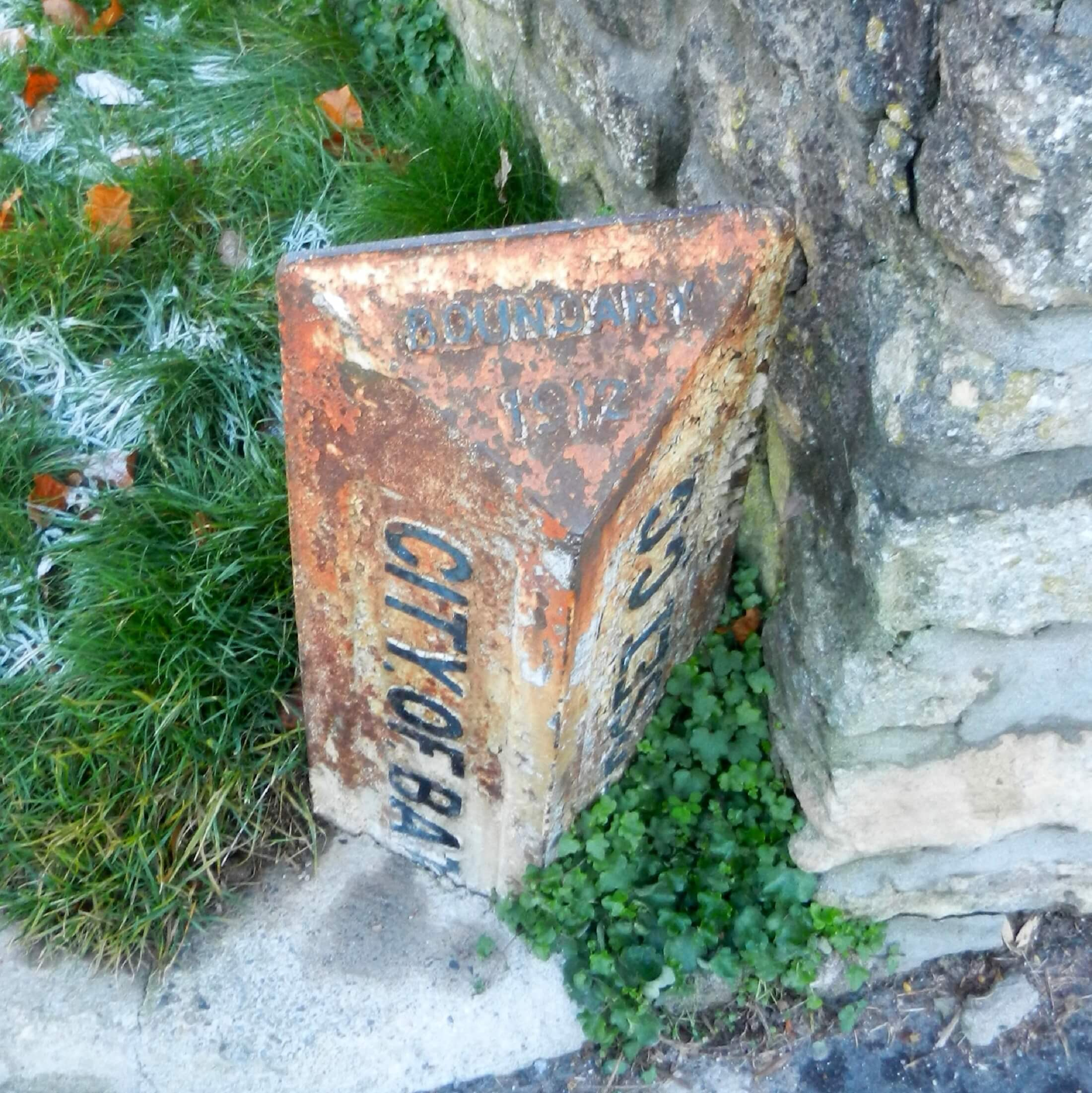 Boundary marker on North Road