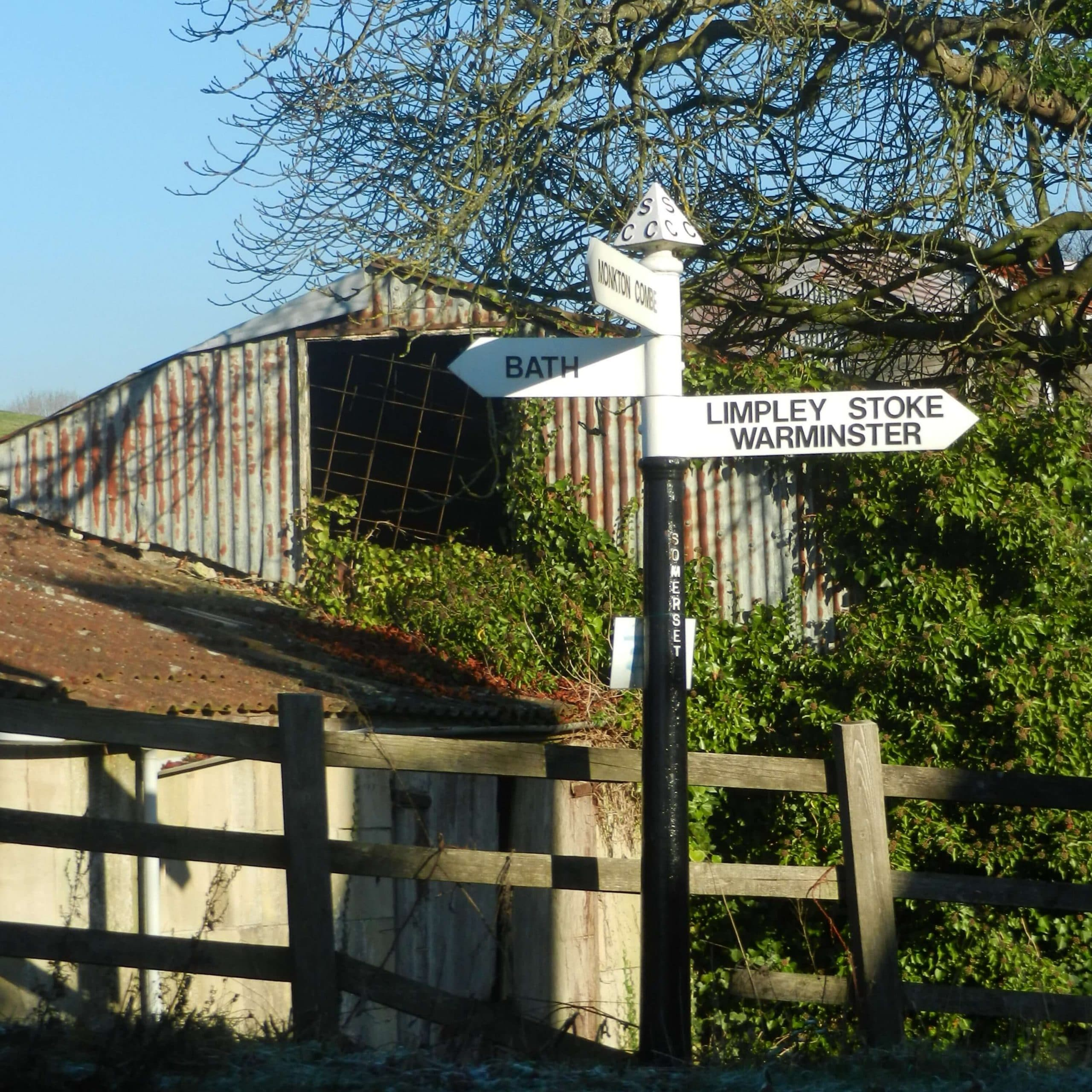 Somerset County Council signpost towards the bottom of Brassknocker Hill