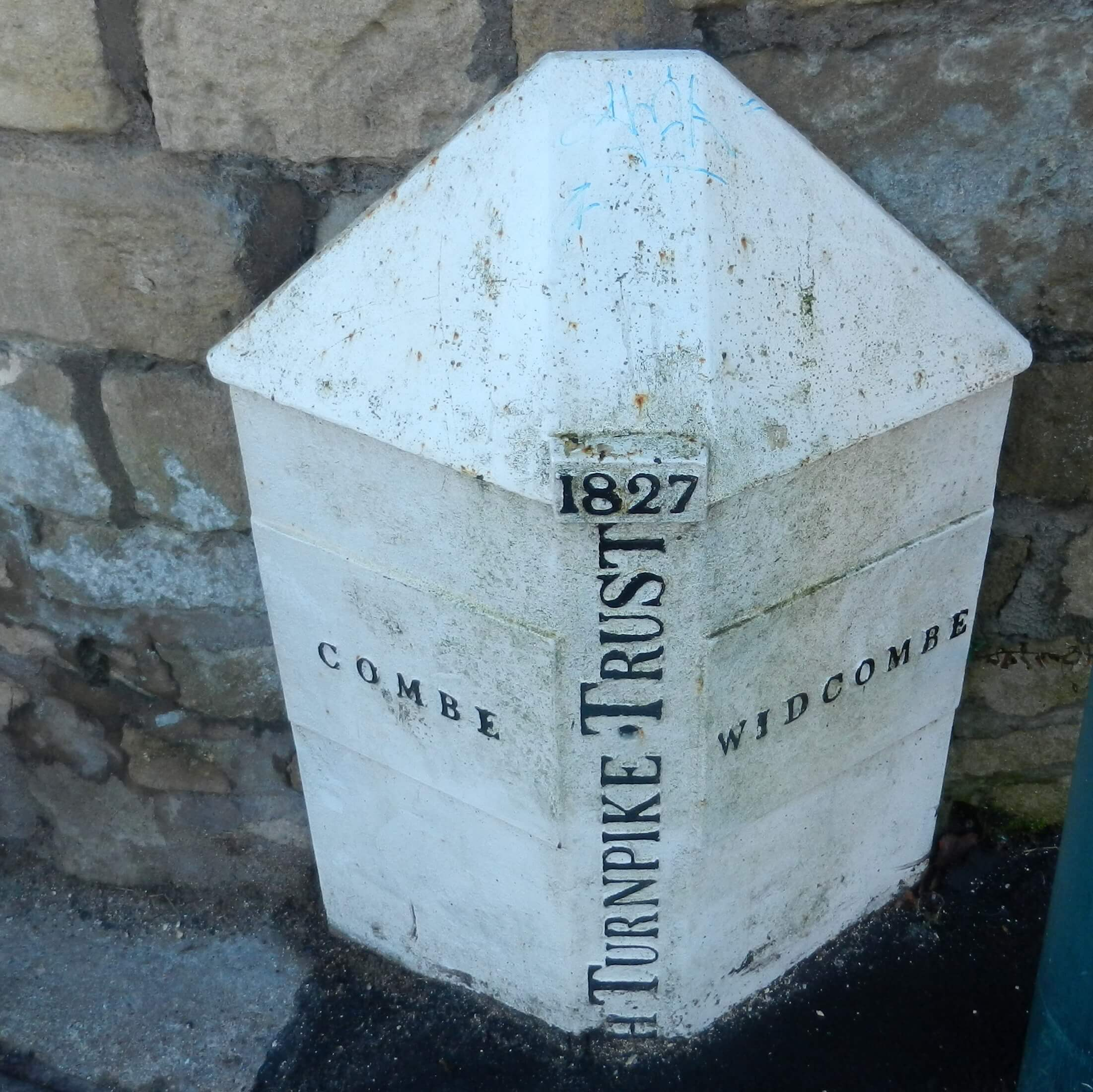 Turnpike marker on Combe Road