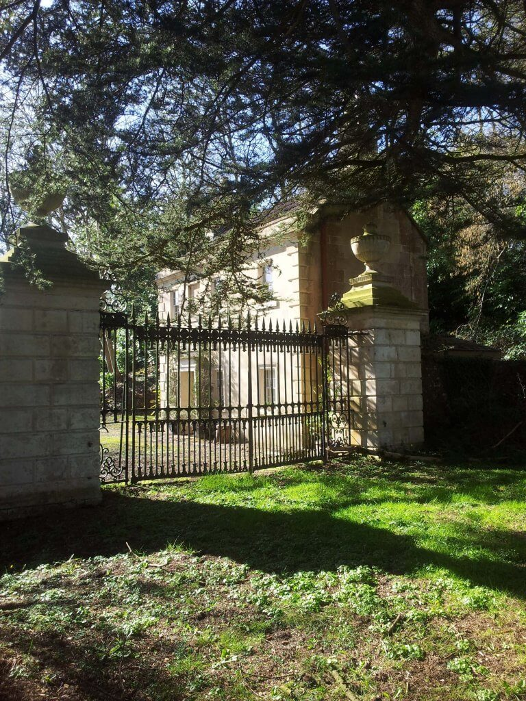 Combe Grove Lodge, Brassknocker Hill