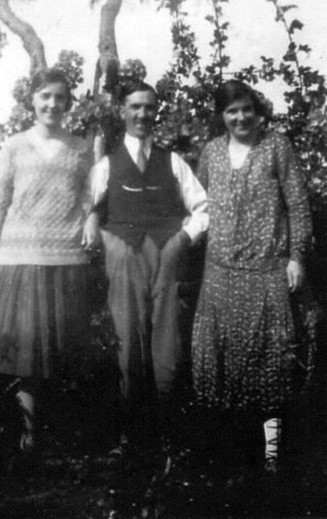 Annie Maria Miner (Denham) (1891 - 1979) with husband Francis Denham (1887 - 1934) and daughter Nanc