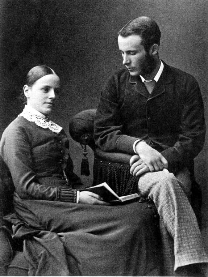 Charles Howard (1853 – 1928) and Helen Gertrude Bryan (1860 – 1917) lived at Combe Lodge