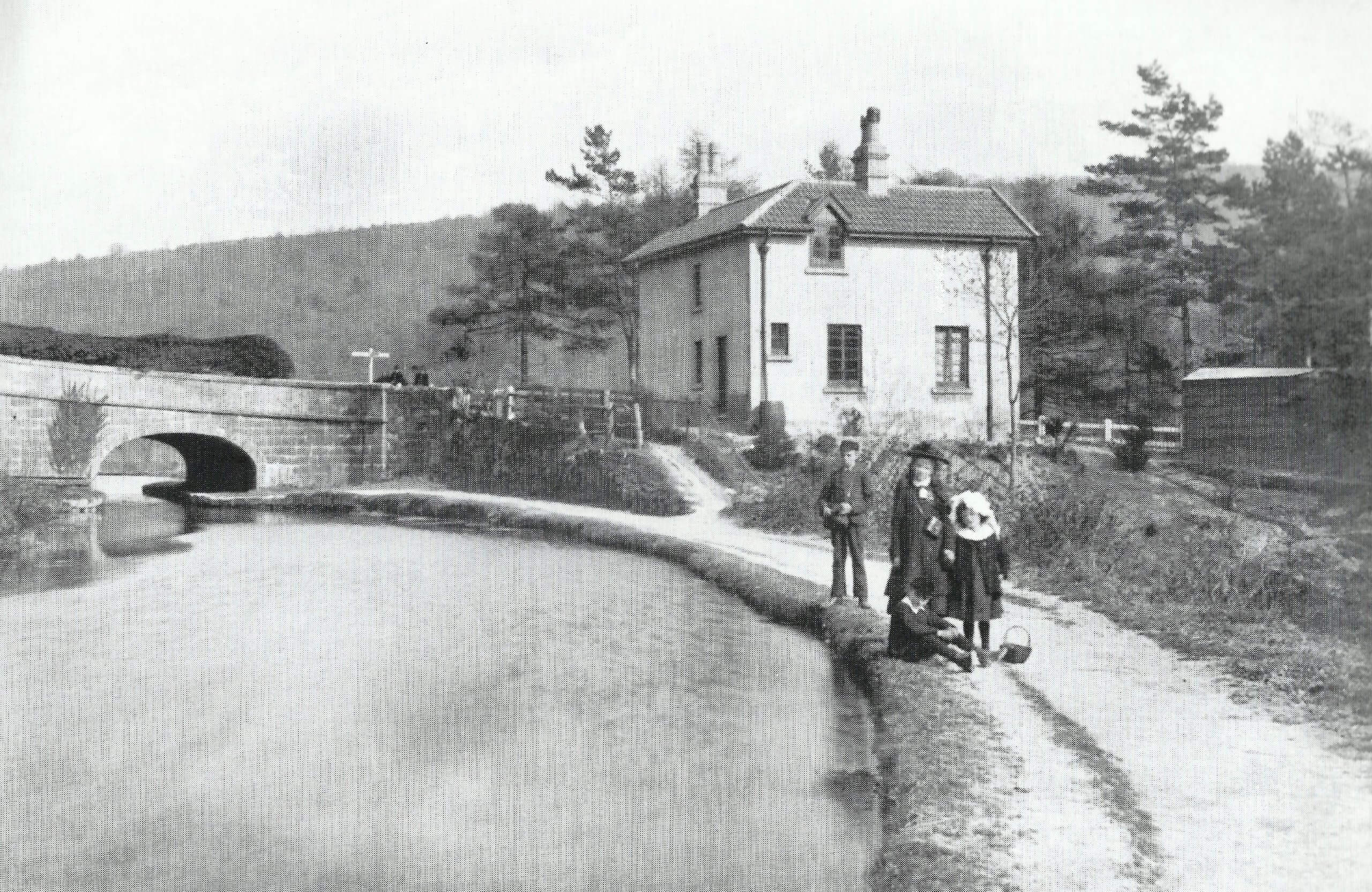 Canal bridge at Brassknocker Hill about 1890