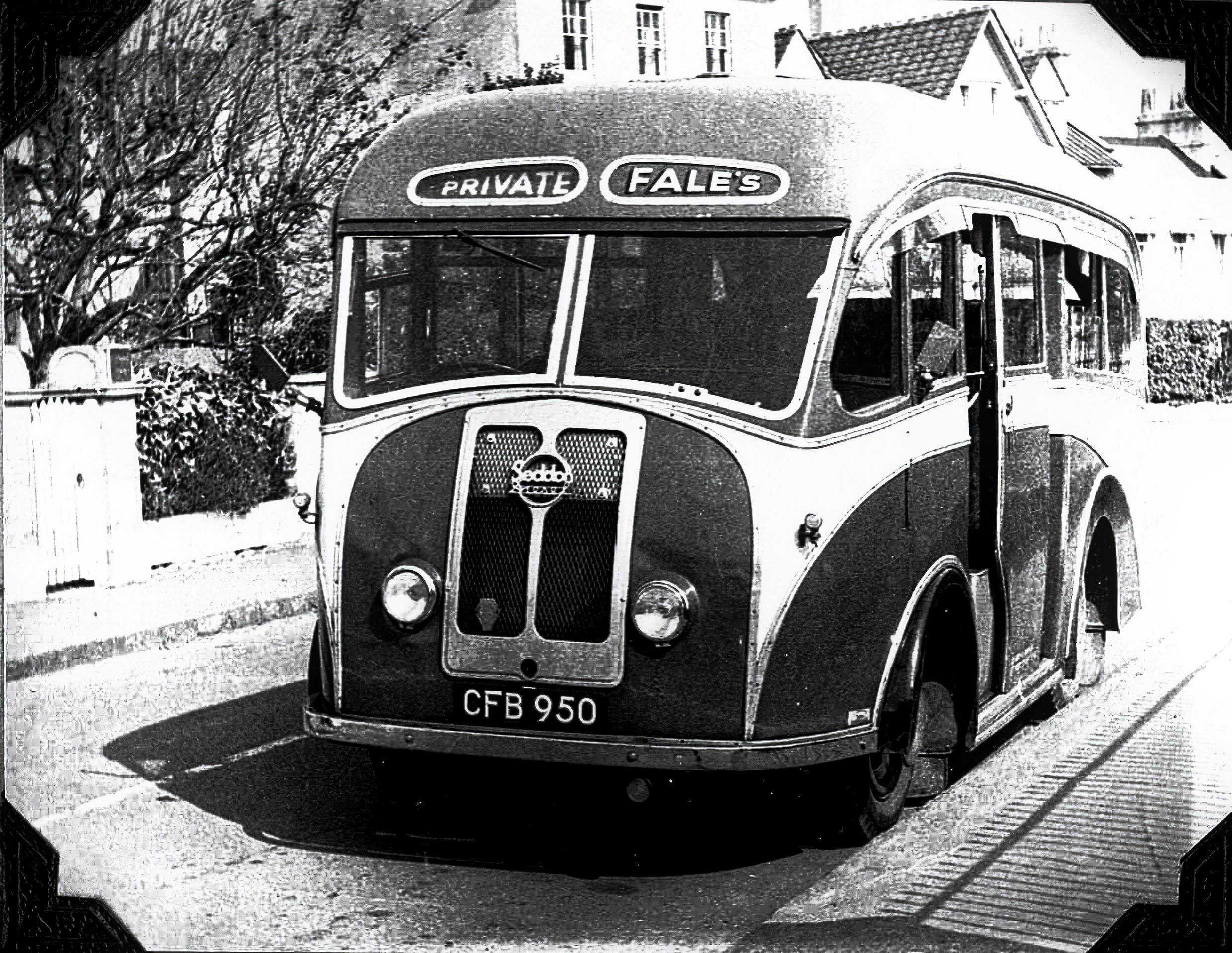 Fales bus on The Avenue, 1950s