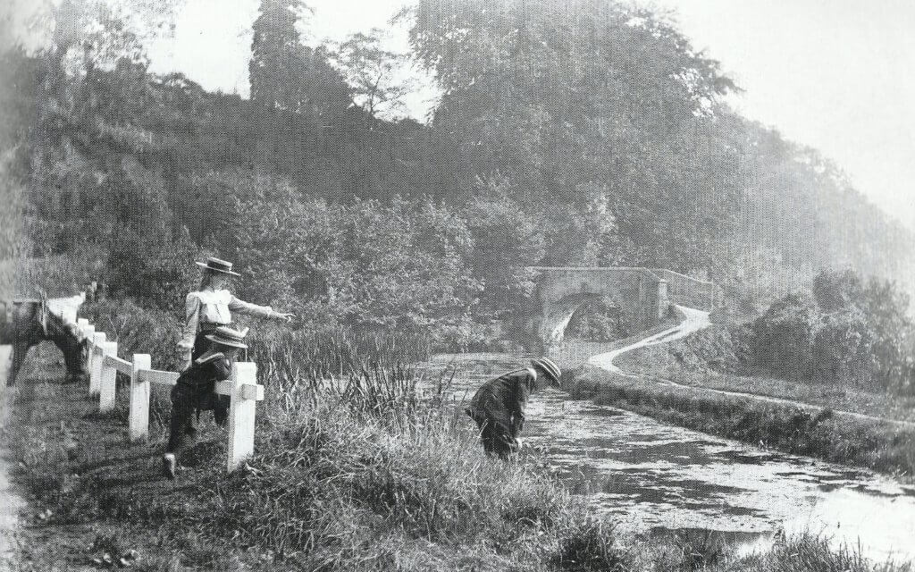 Tucking Mill bridge with children about 1904