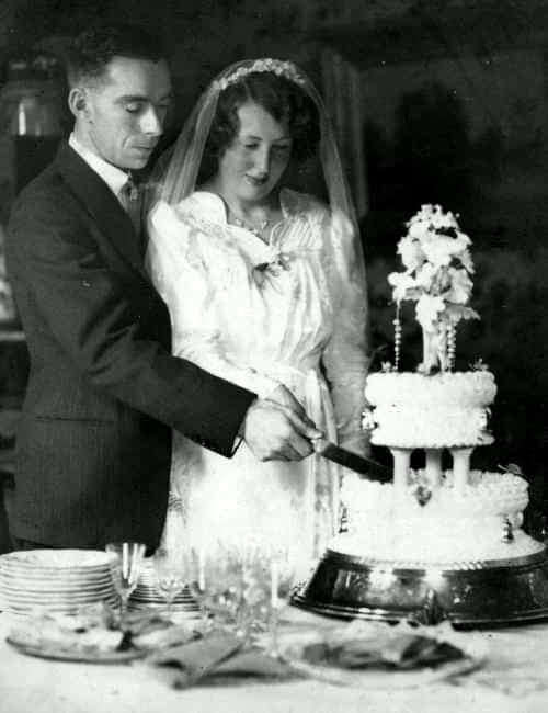 Henry Newman and Daphne Sumsion wedding cake, Combe Down 1939